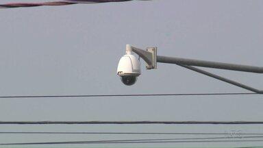 Metade das câmeras de monitoramento instaladas nas ruas de Foz não está funcionando - Os equipamentos começaram a estragar ao longo dos últimos dois anos e ainda não tem uma previsão exata de quando serão consertados.