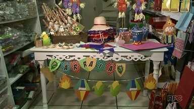 Tá Barato: Veja dicas para decorar a sua festa junina - Além das dicas para decorar, aprenda a fazer bandeirinhas, balão e uma flor.
