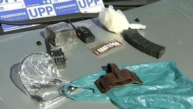 Operação da polícia prende chefe do tráfico no complexo do Alemão - Com ele, a polícia apreendeu pasta-base de cocaína, material pra refino da droga, carregadores de fuzil.