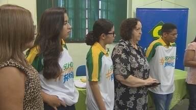 Alunos de escolas públicas de Macapá irão recepcionar a tocha olímpica - Alunos de escolas públicas vão recepcionar a tocha olímpica. E nesse momento histórico eles não escondem a felicidade de estarem perto do simbolo dos jogos.