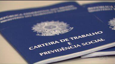 Agências do Sine em Curitiba pararam de emitir carteira de trabalho há quase um mês - O problema também atinge cidades da região metropolitana e do interior do estado. A previsão é que o sistema volte ao normal na semana que vem.
