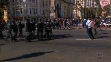 Dez adultos são presos no RS após ocupação de secretaria por alunos - Outros 33 adolescentes foram encaminhados para o Deca.
