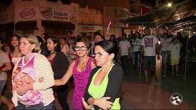 Moradores protestam contra violência em Cupira - Manifestação foi realizada na terça-feira (14).