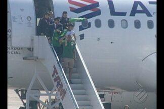 O fogo olímpico chegou pela manhã no aeroporto de Belém - Muitas pessoas foram acompanhar o momento histórico.