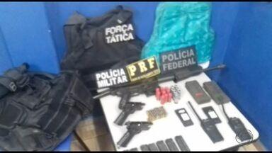 Índios devolvem armas tomadas de policiais militares durante confronto em Caarapó, MS - Índios devolvem armas tomadas de policiais militares durante confronto em Caarapó, MS