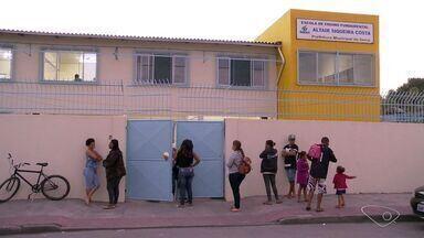 Escolas municipais da Serra terão vigilantes para inibir criminalidade - Processo licitatório foi aberto nesta terça-feira (14).Apenas da notícia, ainda não há prazo para os vigilantes começarem a atuar.