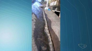 Morador de Cariacica flagra desperdício de água, em Bairo Campo Grande, no ES - Ele mandou um vídeo para a produção do ESTV.
