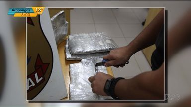 Mulheres são presas com drogas no aeroporto de Foz do Iguaçu - Elas tinham quatro quilos e meio de haxixe presos ao corpo
