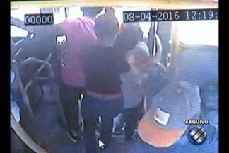 Passageiro morre ao pular de ônibus em movimento com medo de assalto, em Belém - O caso ocorreu na segunda-feira (20) e deixou os usuários do transporte público preocupados com a violência.