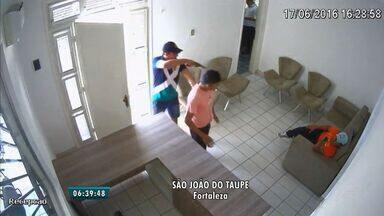 Homem causa prejuízo de mais de R$ 20 mil em assalto em Fortaleza - Câmeras de seguranças filmaram o crime.
