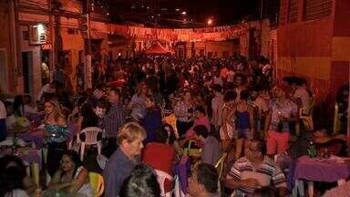"""Praça da Mandioca é ponto de encontro democrático em Cuiabá - Apelidada de """"lapa cuiabana"""", Praça da Mandioca é ponto de encontro democrático em Cuiabá."""