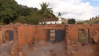 Representantes de 55 famílias de Gesteira escolhem terreno para reconstrução de casas - O distrito de Barra Longa foi um dos mais atingidos pelo rompimento da barragem da Samarco no dia 5 de novembro do ano passado.
