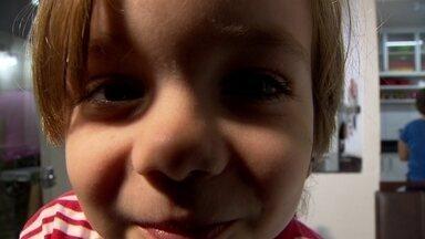 Menino de 4 anos dá lições de perseverança em São Sebastião - Ele disse que cortou o cabelo para não sofrer mais com o preconceito.