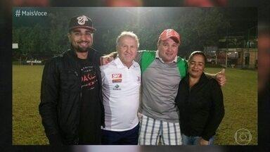 Casal realiza sonho de conhecer Zico - Ana Paula e Luiz estão juntos há 27 anos. Os dois são fãs do ex-jogador e o 'Mais Você' deu uma forcinha para que o casal realizasse este antigo sonho