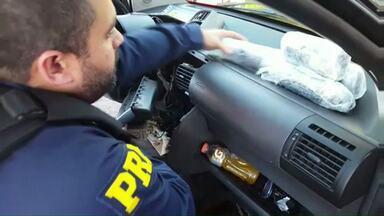 Polícia Rodoviária Federal faz apreensão de grande quantidade de ecstay - A mercadoria estava escondida no painel de um carro.