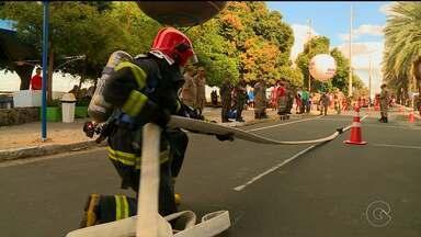 Bombeiros mostram força e agilidade na prova Desafio de Fogo em Petrolina - Profissionais de quatro cidades participaram da disputa, que aconteceu na Orla de Petrolina.