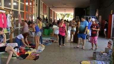 """Amigos de reúnem para """"praticar desapego"""" na UFMT, em Cuiabá - Amigos de reúnem para """"praticar desapego"""" na UFMT, em Cuiabá"""