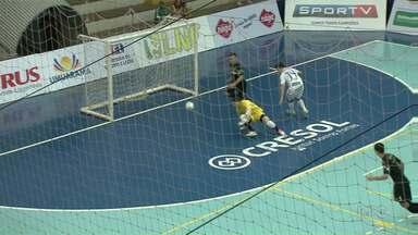 Umuarama Futsal empata com o atual campeão da Liga Nacional - O time de Umuarama recebeu o Carlos Barbosa e empatou por 3 a 3.
