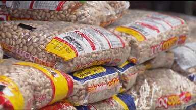 Alimentos têm alta de até 66% no supermercado - Batata, cenoura e feijão subiram bem acima da inflação. Preço do frango teve pequena queda.