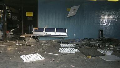 Bandidos explodem caixas eletrônicos em Aeroporto de Campina Grande - Eles renderam ainda alguns passageiros que estavam no local.