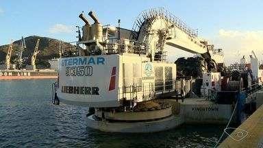 Porto de Vitória recebe equipamento para reinício de obras - Draga Novadragamar chegou neste domingo (3) no Porto. Previsão da Codesa é que obras sejam retomadas ainda em julho.