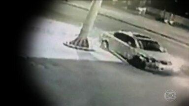 Imagens de câmera podem ajudar a encontrar motorista que atropelou ciclista em SP - O braço da vítima ficou preso ao carro e foi abandonado dois quilômetros depois. O motorista fugiu sem prestar socorro. Acidente aconteceu em Diadema, na Grande São Paulo.