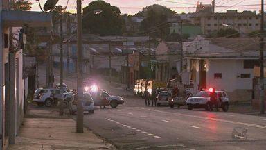 Quadrilha ataca empresa de valores e mata policial rodoviário em Ribeirão Preto - Suspeitos explodiram prédio e atiraram contra policiais na Via Anhanguera.Transformadores foram atingidos por disparos e 2,2 mil ficaram sem energia.