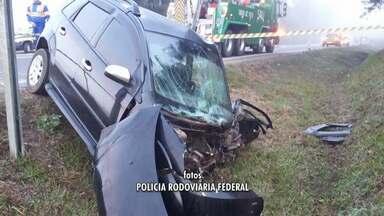 Homem fica ferido em acidente na BR-277, na região de Fernandes Pinheiro - Segundo a polícia rodoviária federal, o acidente foi por volta das seis da manhã entre um caminhonete e um carro.