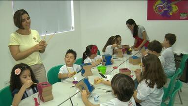 Colônia de férias incentiva criatividade infantil em Campina Grande - É que nesse mês de julho, muitas crianças estão de férias e aproveitam o tempo livre também para o aprendizado.