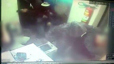 Bandidos armados e encapuzados assaltam distribuidora de gás - Assalto foi na noite de terça-feira, em Ponta Grossa