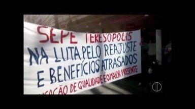 Aniversário de Teresópolis é marcado por protesto de professores e vítimas da tragédia - Aniversário de Teresópolis é marcado por protesto de professores e vítimas da tragédia.