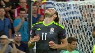 Em cobrança de escanteio ensaiada, Bale quase marca aos 18 do 1º tempo - Em cobrança de escanteio ensaiada, Bale quase marca aos 18 do 1º tempo