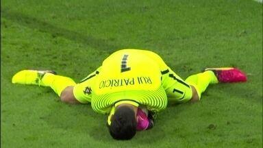 Bale parte com a bola dominada e Rui Patrício defende aos 21 do 1º tempo - Bale parte com a bola dominada e Rui Patrício defende aos 21 do 1º tempo