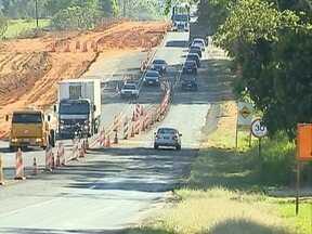 Obras em rodovias causam transtornos aos usuários - Um dos trechos que passa por melhorias fica em Pirapozinho.