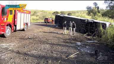 Laudo diz que ônibus que tombou em Tamarana estava dentro do limite de velocidade - Laudo contradiz o que os passageiros afirmaram