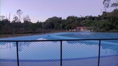 Piscina do Parque Saburo Onoyama é reaberta ao público - A piscina estava interditada desde setembro de 2015 por causa de alguns problemas. A obra de recuperação custou R$ 130 mil.
