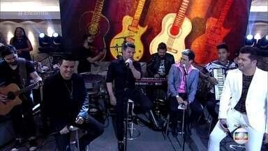 Primeiro sucesso de Zezé Di Camargo e Luciano, 'É o Amor', completa 25 anos - Zezé Di Camargo, Eduardo Costa e dupla Alan e Alex cantam a música no palco do 'Encontro'