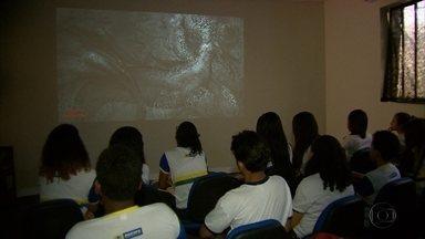Bibliotecas públicas recebem programação de filmes - Iniciativa encanta estudantes que estão de férias.