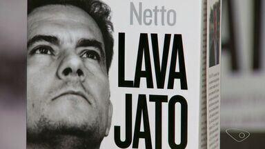 Jornalista lança livro sobre a operação Lava Jato em Vitória - Vladimir Neto escreveu livro que reúne histórias dos bastidores da operação.