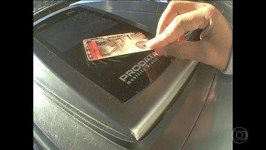 SPTrans cancela 19 mil cartões do Bilhete Único para tentar impedir fraudes na CPTM - Criminosos usam os bilhetes para embarcar passageiros ilegalmente em estações de trem. Um funcionário da companhia de trens procurou o SPTV para contar que todo mundo sabe das fraudes, mas ninguém faz nada porque falta segurança nas estações.
