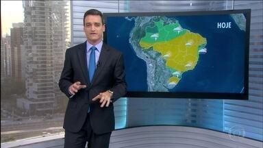 Previsão é de tempo bom na maior parte do Brasil nesta terça-feira (12) - Previsão de chuva forte para Santa Catarina e Paraná. Pode chover fraco do,litoral da Bahia até o litoral da Paraíba. Pancadas de chuva são esperadas no Pará, Amapá, Roraima e boa parte do Amazonas.