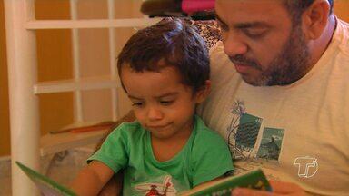 Saiba de que forma começar a introduzir a leitura no dia a dia das crianças - Estimular a prática da leitura pode trazer importantes benefício na formação das crianças.