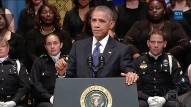Obama e Bush participam de funeral de policiais em Dallas - Cerimônia reuniu representantes de diferentes fés. 'Sociedade permite a pobreza e inunda as ruas de armas'.