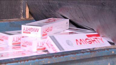Mercadorias contrabandeadas são destruídas pela Receita Federal em Foz - O volume maior é de cigarros contrabandeados do Paraguai.