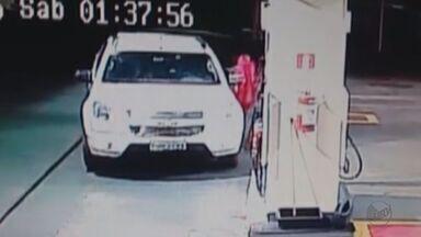Motorista aproveita distração de frentista e furta jaqueta em Ribeirão Preto, SP - Vídeo foi feito pelas câmeras de segurança do estabelecimento.