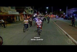 Grupo faz homenagem a ciclista atropelado em Cabo Frio e pede paz no trânsito - Grupo faz homenagem a ciclista atropelado em Cabo Frio e pede paz no trânsito.
