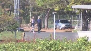 Temer e esposa fazem caminhada em área verde do Palácio do Jaburu - O presidente em exercício Michel Temer e a primeira-dama Marcela Temer fizeram uma caminhada matinal na manhã deste sábado (16) na área verde do Palácio do Jaburu.