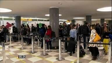 Início de fiscalização rigorosa da ANAC gera longas filas nos aeroportos - As medidas ajudam a trazer mais segurança, mas também causaram transtornos. A Agência Nacional de Aviação Civil informou que foram registrados atrasos significativos em oito aeroportos.