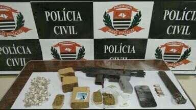 Após denúncia, PM prende dois com drogas e uma metralhadora em Piracicaba - A metralhadora é de calibre ponto 40.