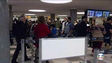 Passageiros voltam a enfrentar filas nos aeroportos - Nesta terça-feira (19), passageiros já enfrentam filas para passar pelo embarque.